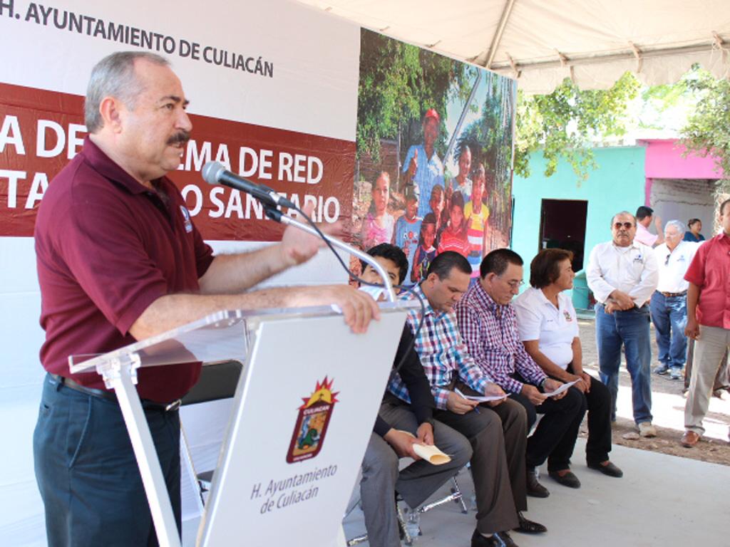 Entrega alcantarillado sanitario en Las Bateas