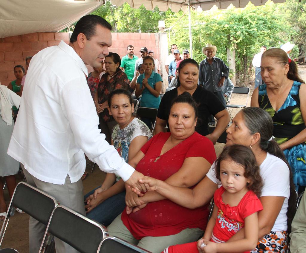 NOTICIAS_2015_BANDERAZO_DE_INICIO_DE_RED_DE_ALCANTARILLADO_EN_CARBONERAS_02