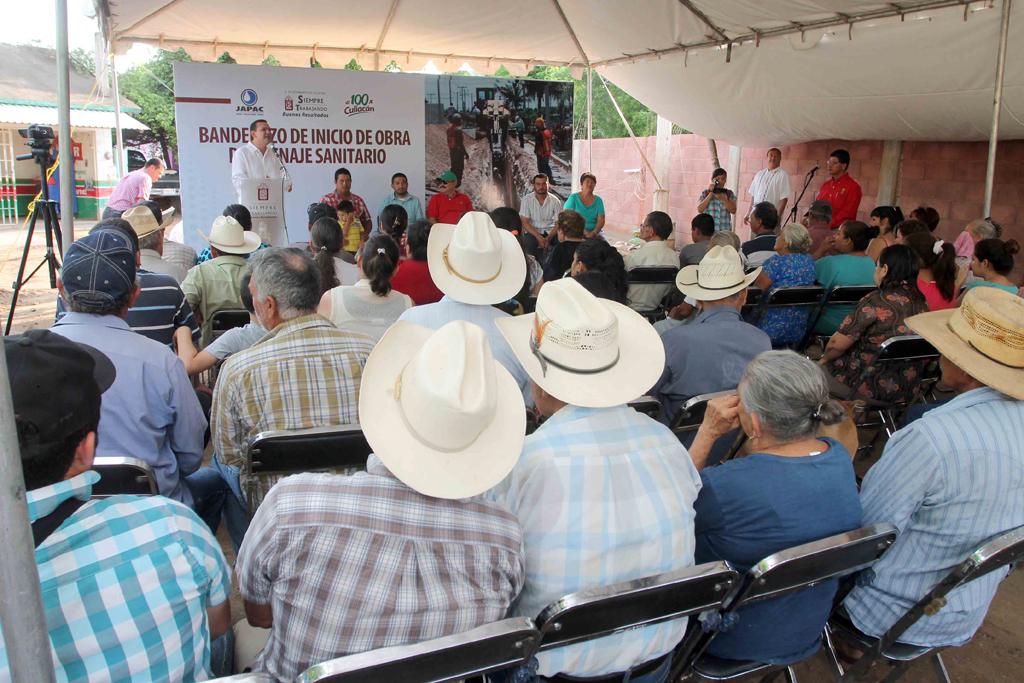 NOTICIAS_2015_BANDERAZO_DE_INICIO_DE_RED_DE_ALCANTARILLADO_EN_CARBONERAS_09