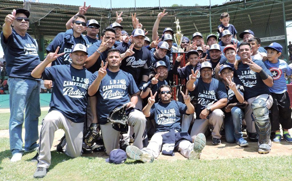 NOTICIAS_2015_LOS_PADRES_BICAMPEONES_16