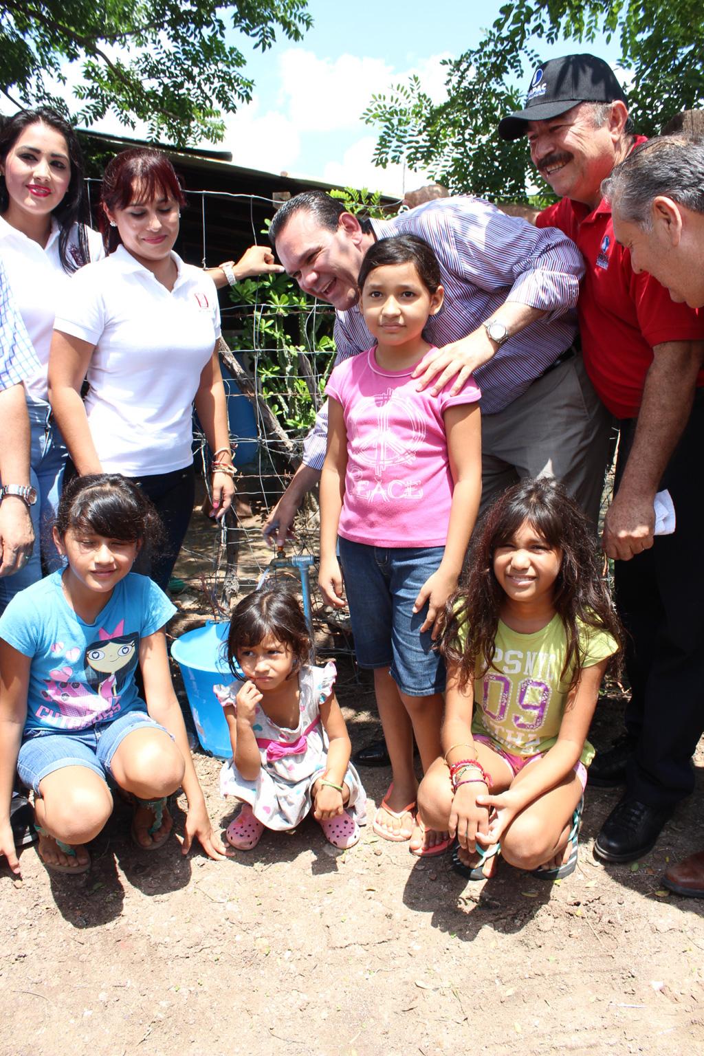 Noticias_2015_El_gobierno_municipal_lleva_agua_y_alcantarillado_a_95_familias_de_la_sindicatura_de_Costa_Rica_07