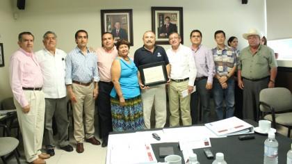 Noticias_2015_Recibe_Laboratorio_de_JAPAC_certificacion_por_parte_de_CONAGUA_01