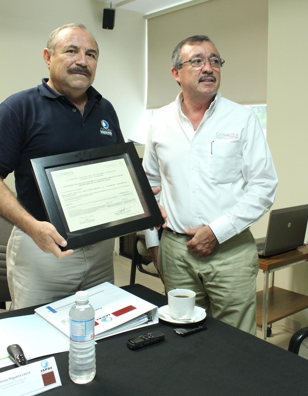 Noticias_2015_Recibe_Laboratorio_de_JAPAC_certificacion_por_parte_de_CONAGUA_03