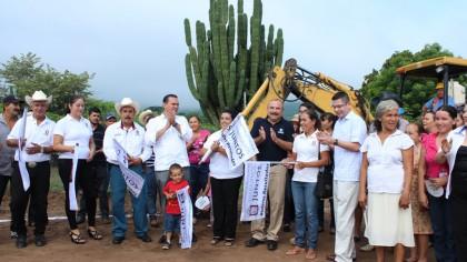 Pobladores_de_la_apartada_comunidad_de_San_Cayetano_contaran_con_agua_potable_01