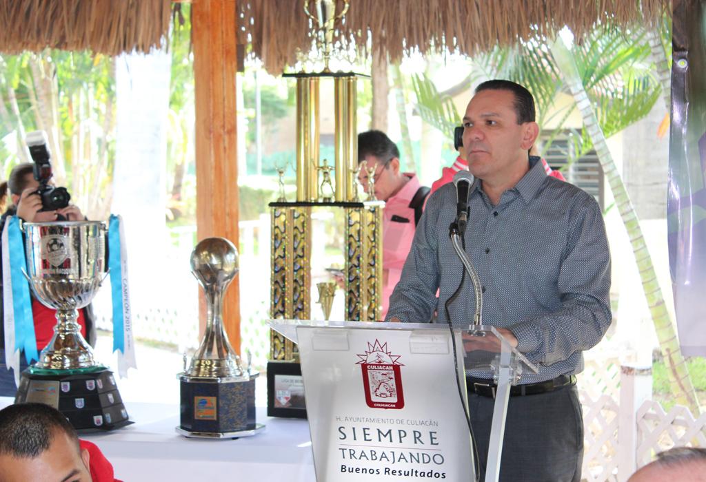 Noticias_2015_Felicita_Sergio_Torres_a_equipos_campeones_de_JAPAC_02