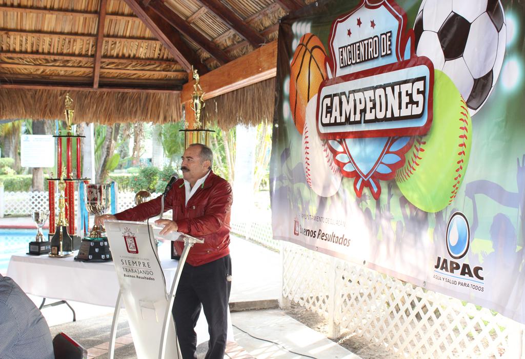 Noticias_2015_Felicita_Sergio_Torres_a_equipos_campeones_de_JAPAC_03