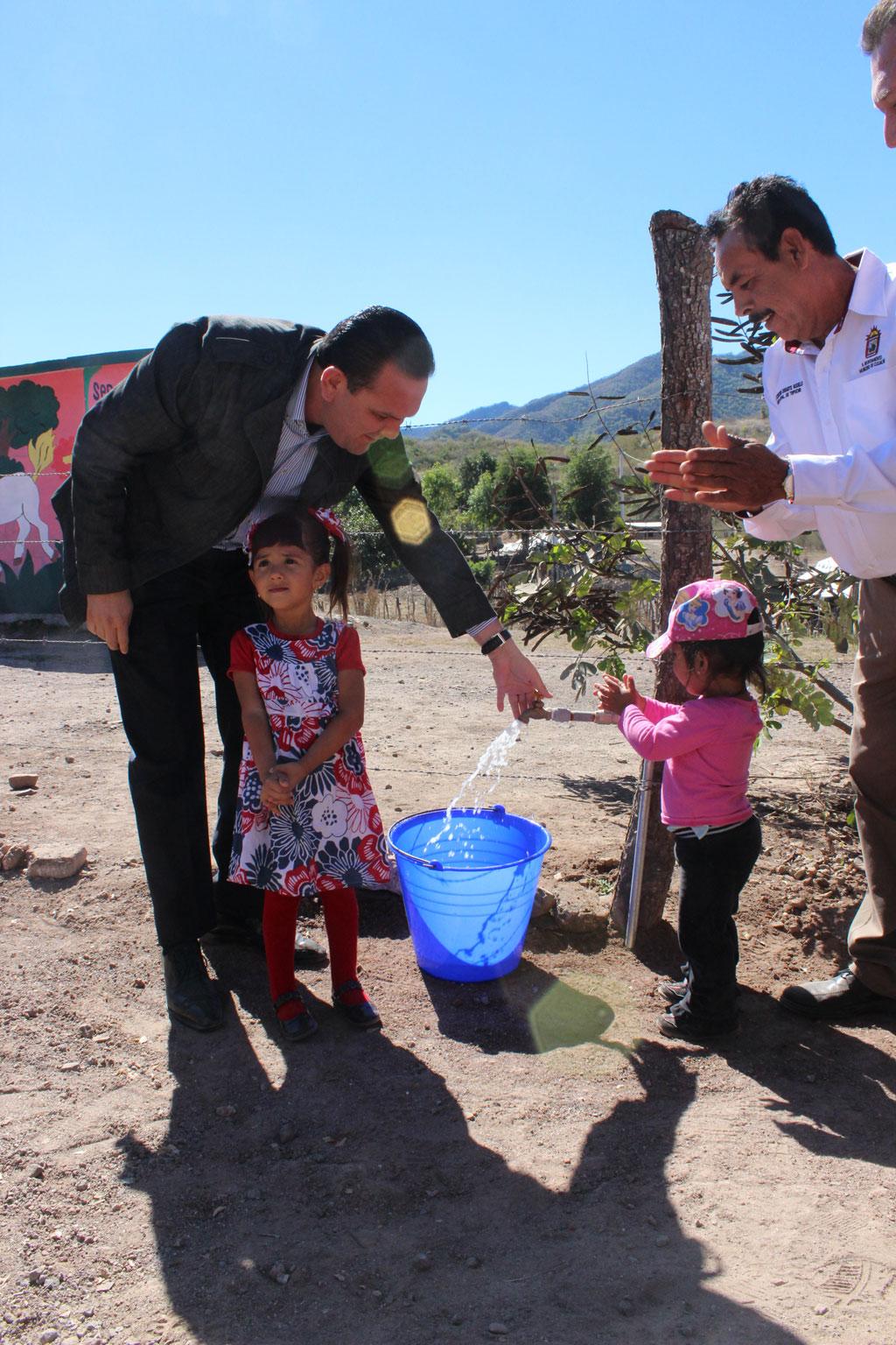 Noticias-2016-Agua-y-drenaje-para-las-comunidades-mas-apartadas-de-Culiacan-09