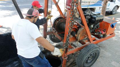 Noticias-2016-JAPAC-realiza-trabajos-de-limpieza-de-red-de-alcantarillado-01