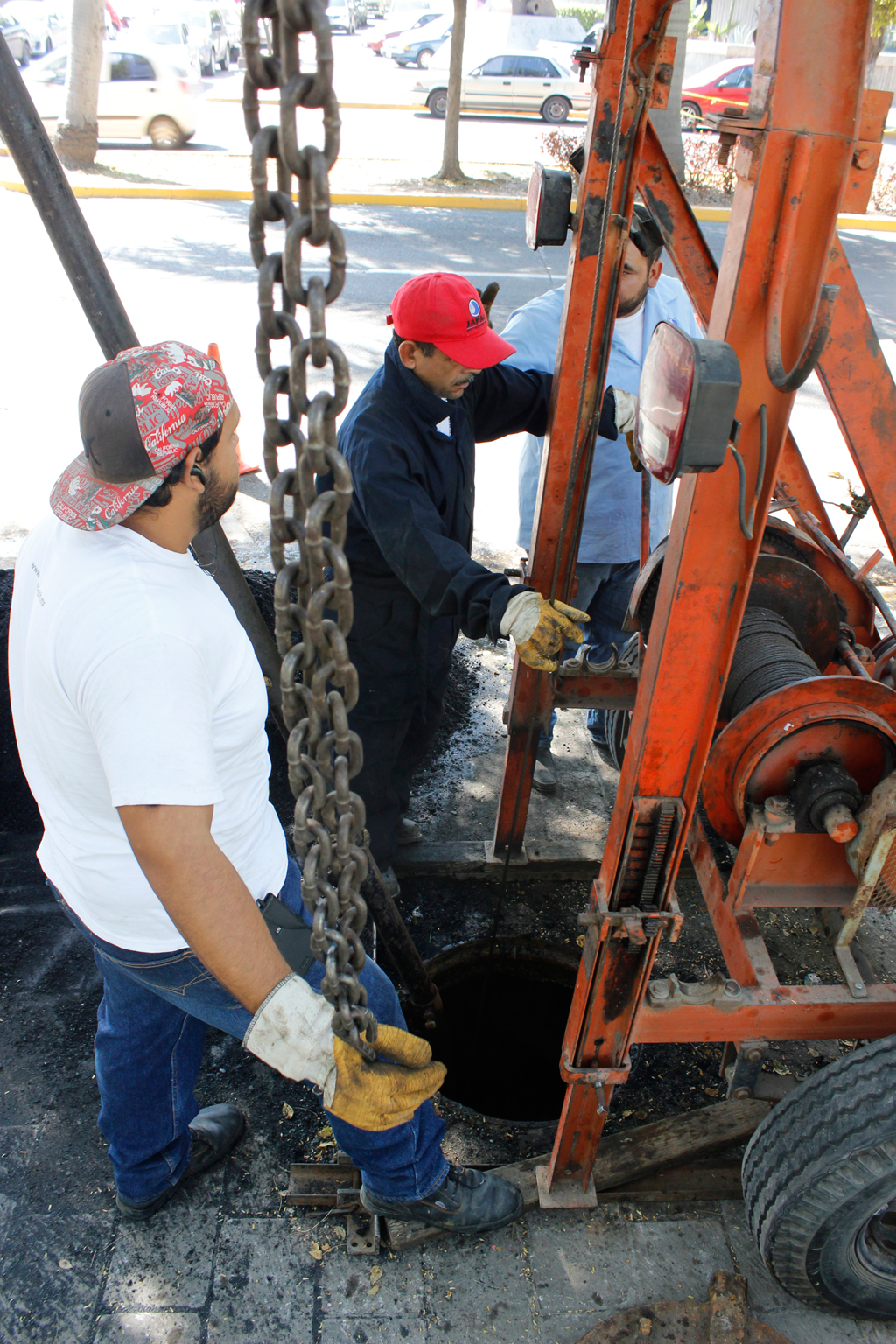 Noticias-2016-JAPAC-realiza-trabajos-de-limpieza-de-red-de-alcantarillado-02
