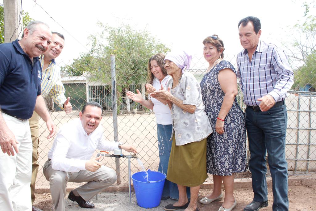 Noticias-2016-Llevan-agua-potable-de-calidad-a-La-Palma-El-Salado-01