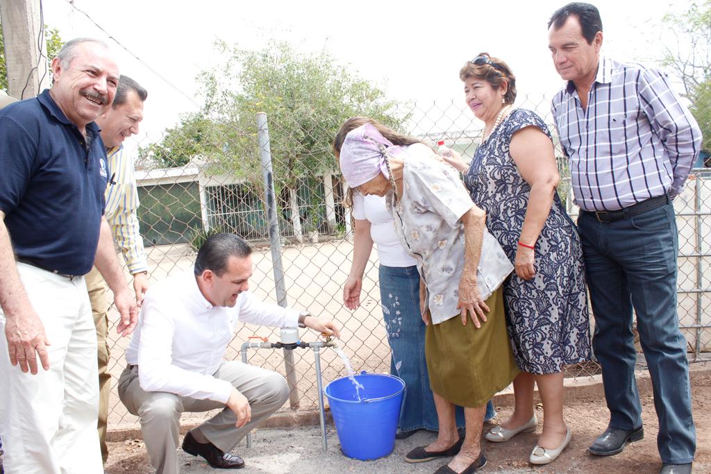 Noticias-2016-Llevan-agua-potable-de-calidad-a-La-Palma-El-Salado-02