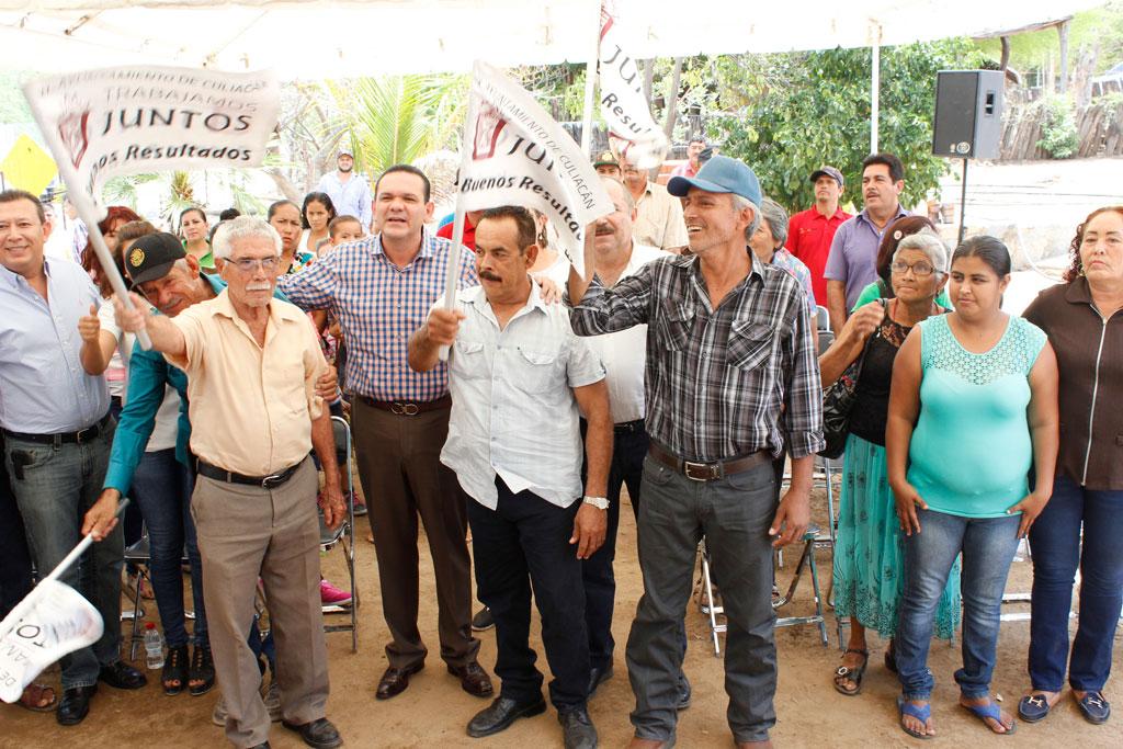 Noticias-2016-La-comunidad-de-San-Antonio-gozara-de-agua-potable-02