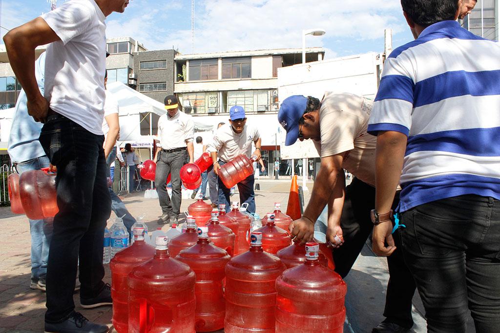 Noticias-2016-JAPAC-aporta-6-mil-230-litros-de-agua-al-Aquaton-2016-05