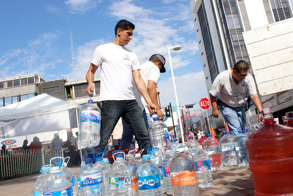 Noticias-2016-JAPAC-aporta-6-mil-230-litros-de-agua-al-Aquaton-2016-06