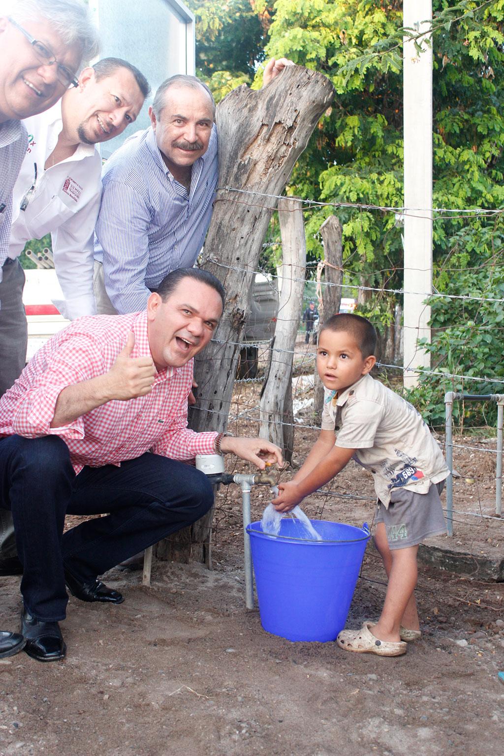 Noticias-2016-30-familias-de-El-Paraiso-gozan-ya-de-agua-potable-01