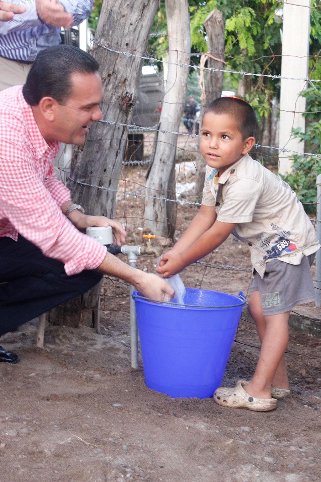Noticias-2016-30-familias-de-El-Paraiso-gozan-ya-de-agua-potable-03