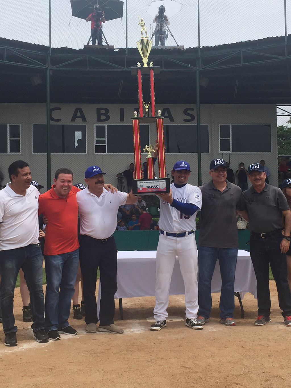 Noticias-2016-JAPAC-se-corona-campeon-de-la-Liga-de-beisbol-JAPAC-de-Primera-Fuerza-02