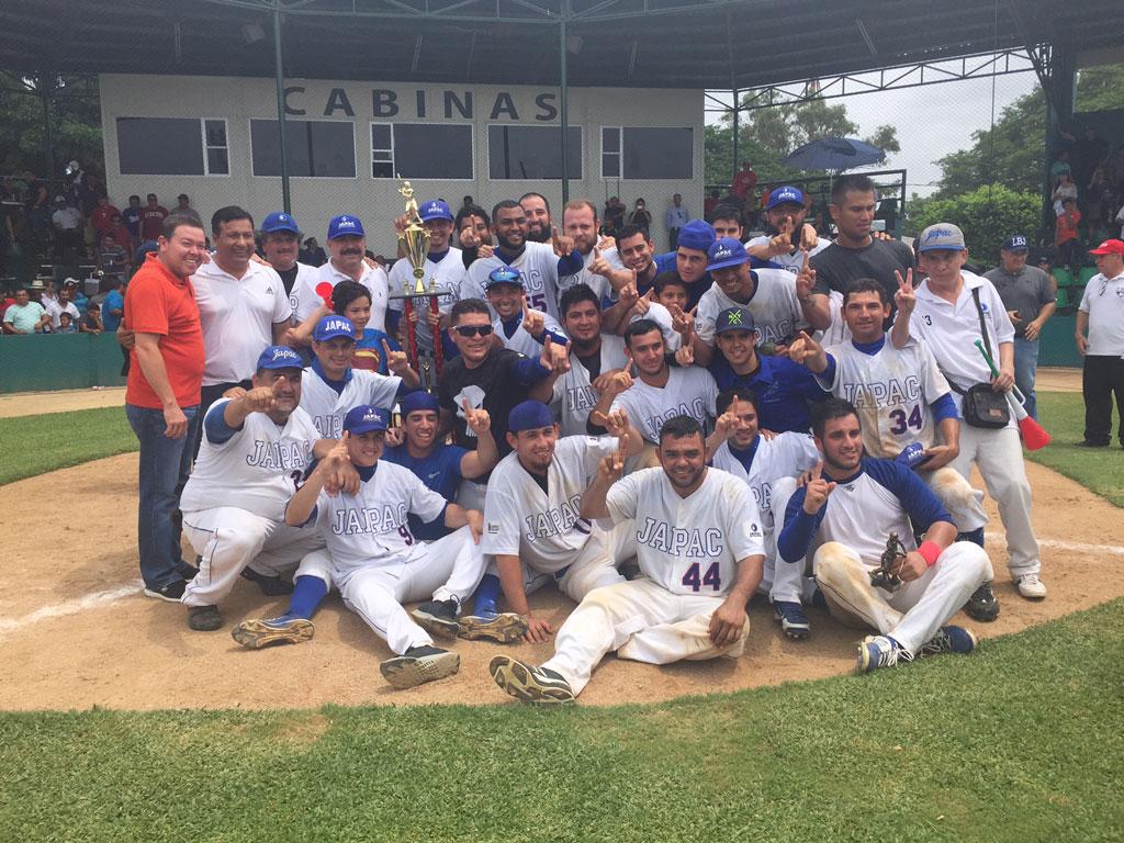Noticias-2016-JAPAC-se-corona-campeon-de-la-Liga-de-beisbol-JAPAC-de-Primera-Fuerza-03