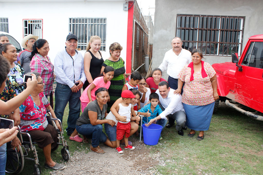 Noticias-2016-Vecinos-de-El-Diez-gozan-ya-de-agua-potable-02