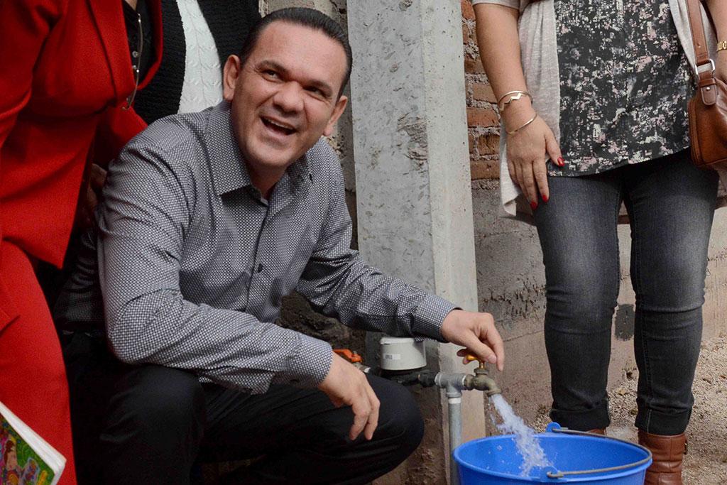 noticias-2016-inauguracion-de-red-de-agua-potable-y-alcantarillado-en-la-col-bosques-del-humaya-1