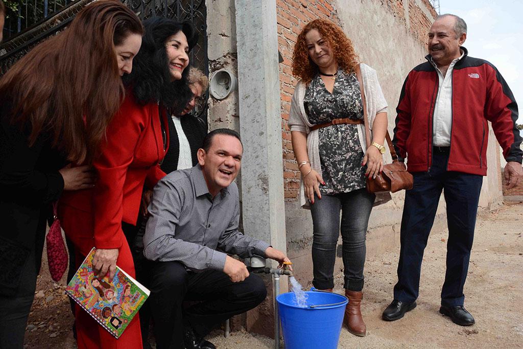 noticias-2016-inauguracion-de-red-de-agua-potable-y-alcantarillado-en-la-col-bosques-del-humaya-2