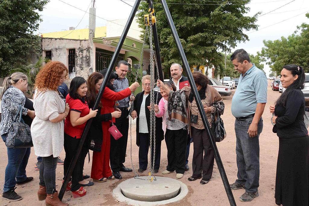 noticias-2016-inauguracion-de-red-de-agua-potable-y-alcantarillado-en-la-col-bosques-del-humaya-3