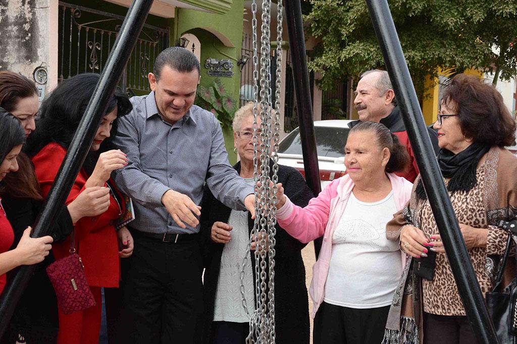 noticias-2016-inauguracion-de-red-de-agua-potable-y-alcantarillado-en-la-col-bosques-del-humaya-4