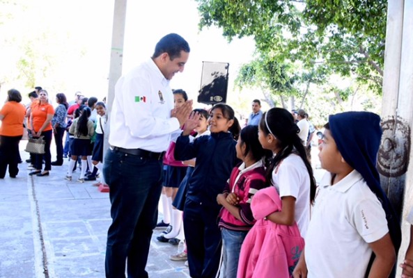 NOTICIAS-2017-INAUGURACION-SISTEMA-AGUA-POTABLE-ESC-PRIM-COSTA-RICA-10