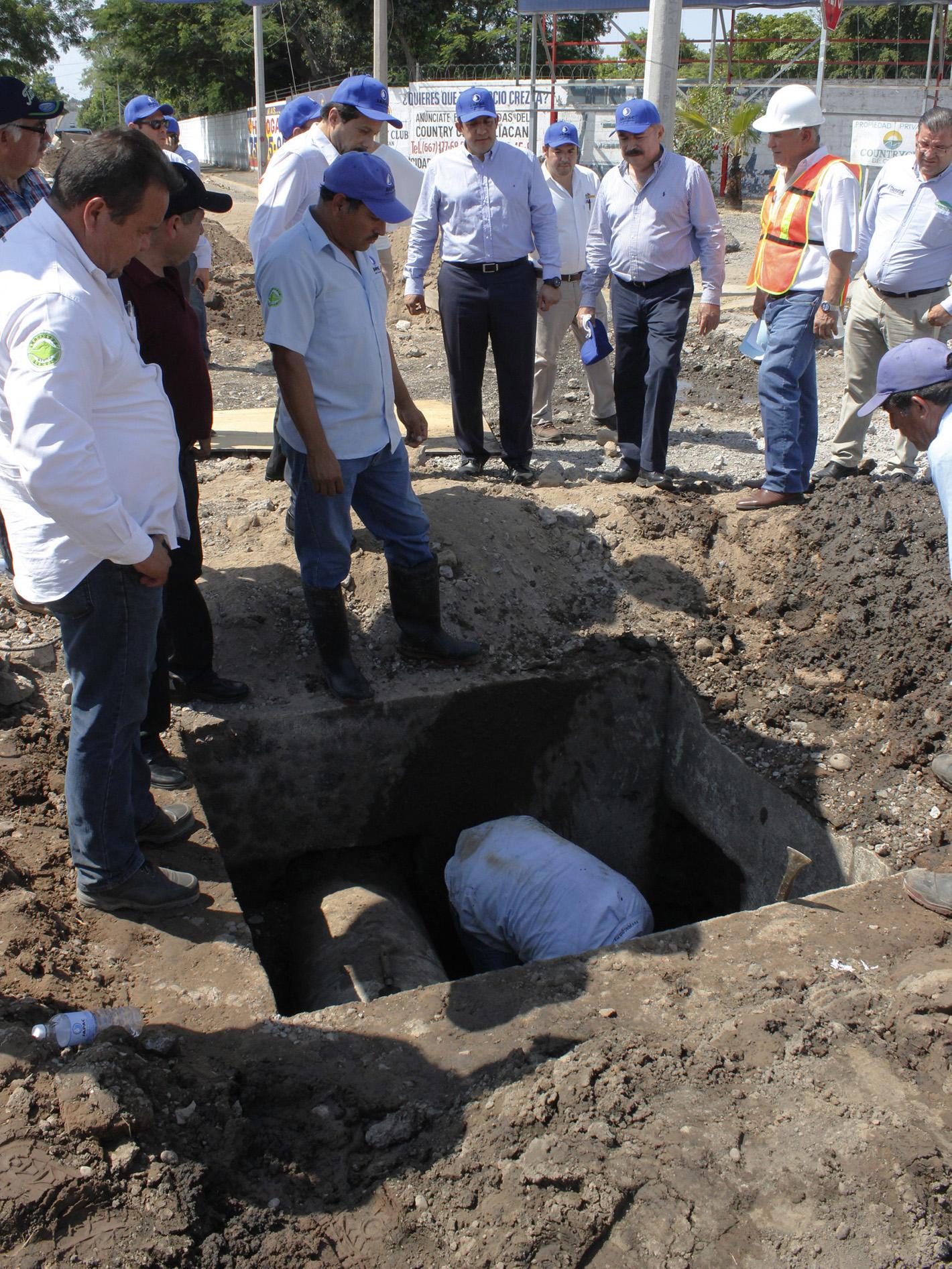 JAPAC-NOTICIA-supervisa-alcalde-de-culiacan-obra-pluvial-en-el-cruce-de-pedro-infante-y-arjona-02