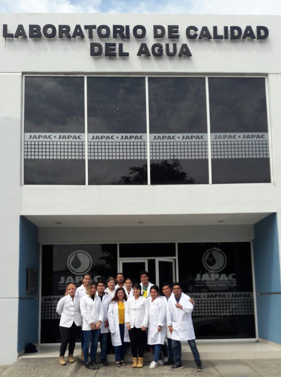 japac-visitan-estudiantes-nuestro-laboratorio-de-control-de-calidad-01