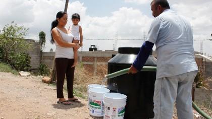 suman-35-comunidades-atendidas-con-agua-en-pipas-01
