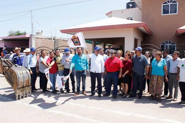alcalde-inicia-obras-de-alcantarillado-sanitario-en-sindicaturas-03