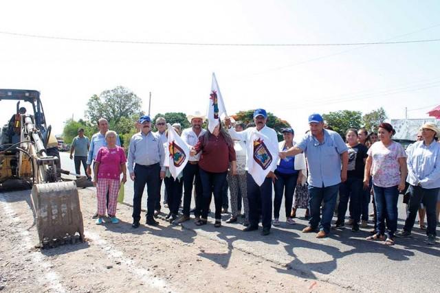 alcalde-inicia-obras-de-alcantarillado-sanitario-en-sindicaturas-04