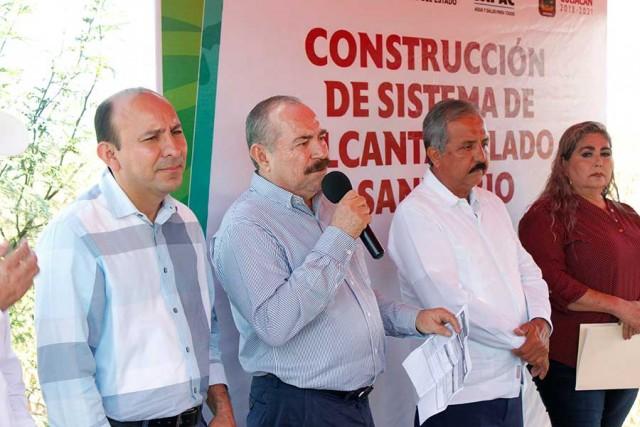 alcalde-inicia-obras-de-alcantarillado-sanitario-en-sindicaturas-06