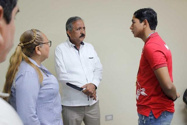 recibe-consejo-directivo-a-ganador-de-oro-de-juegos-parapanamericanos-02