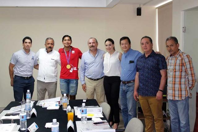 recibe-consejo-directivo-a-ganador-de-oro-de-juegos-parapanamericanos-03