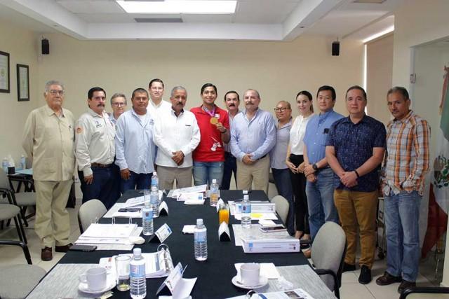recibe-consejo-directivo-a-ganador-de-oro-de-juegos-parapanamericanos-04