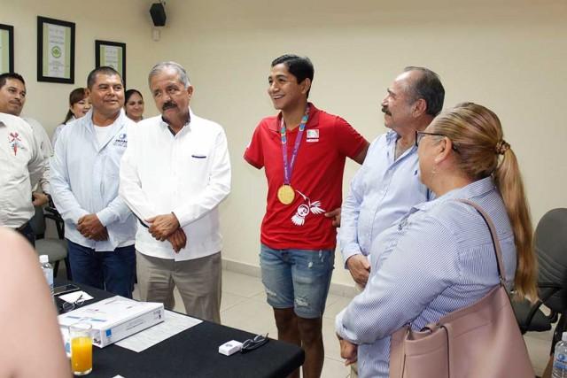 recibe-consejo-directivo-a-ganador-de-oro-de-juegos-parapanamericanos-05