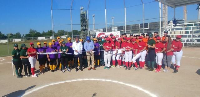 inauguran-campo-de-softbol-con-la-celebracion-de-torneo-en-la-unidad-deportiva-japac-03
