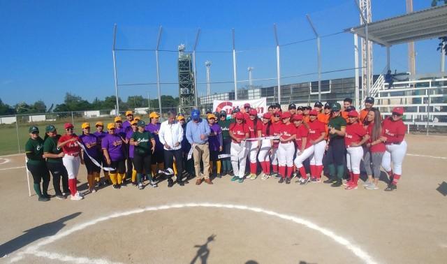 inauguran-campo-de-softbol-con-la-celebracion-de-torneo-en-la-unidad-deportiva-japac-06