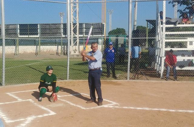 inauguran-campo-de-softbol-con-la-celebracion-de-torneo-en-la-unidad-deportiva-japac-11