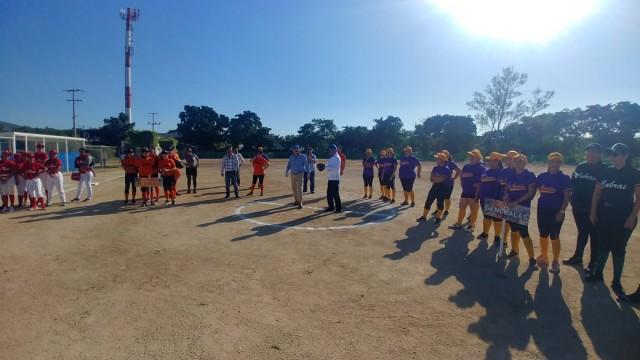 inauguran-campo-de-softbol-con-la-celebracion-de-torneo-en-la-unidad-deportiva-japac-12