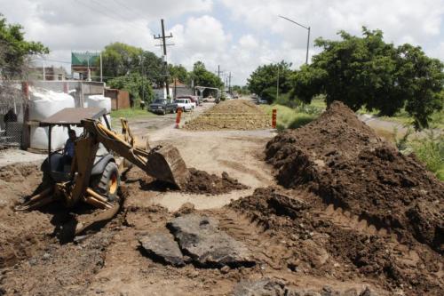 Gobierno de Culiacán inicia la reparación de socavones sobre el Eje Federalismo